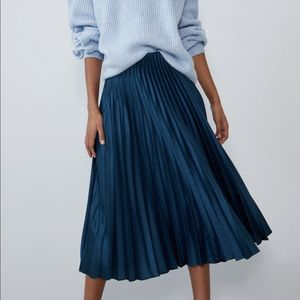NWT Zara Deep Blue/Teal Pleated Midi Skirt, Small
